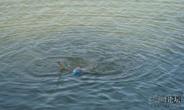 ensinando a nadar