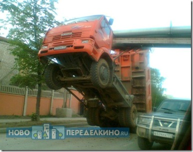 truck_in_the_most_stupid_way_05